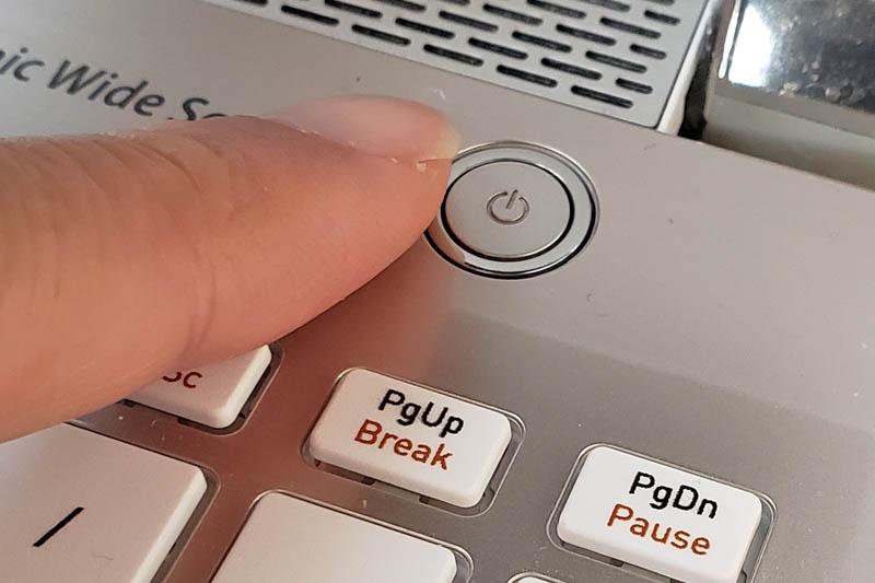 パソコンの電源の入れ方
